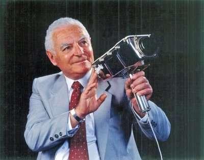 Stan lebar en zijn videocamera waarmee de maanlanding werd gefilmd