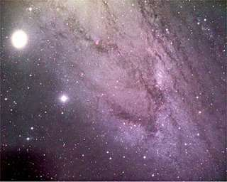 M32 en een deel van M31 in gewoon licht, foto Favid Malin