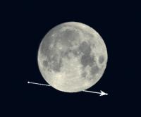 Zo zal Saturnus achter de Maan langsgaan