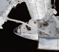De Endeavour gekoppeld aan het ISS