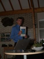R. de Jong tijdens z'n lezing afgelopen vrijdag