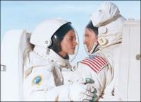 Sex in de ruimte. Beetje lastig met die pakken.