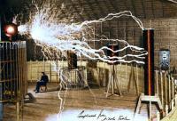 Tesla aan de slag in z'n laboratorium