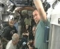 De bemanning van STS-129 en expeditie 21 bijeen