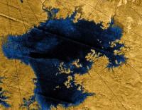 Cassini ziet wolkenvorming boven Titaanse zee