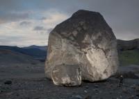 Leuk rotsblokje, 15 meter hoog en 900 ton zwaar