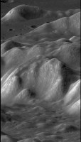 De maan van opzij gezien