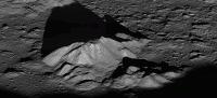 Een unieke blik op de centrale top van de krater Tycho op de maan