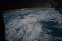 Deze foto is bovenaards: de Atlantis vanuit het ISS