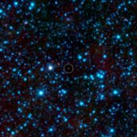 In het midden de koudste bruine dwerg die bekend is: WISE 1828+2650