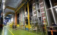 De kolossale uit loodplaten bestaande OPERA-detecor onder het San Grasso gebergte in Italië