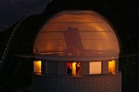 Hoe je een telescoop dwars door z'n koepel heen kunt fotograferen