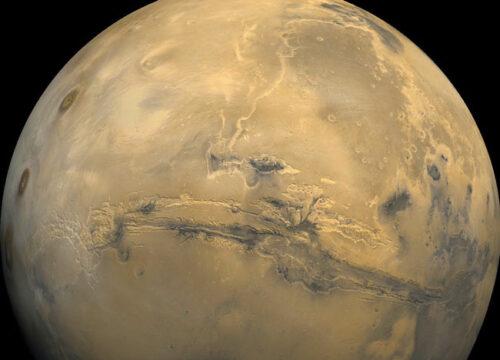 Valles Mariners, de Valeien van Mariner - genoemd naar de ruimtesonde Mariner 9, die het systeem in 1971 ontdekt heeft.