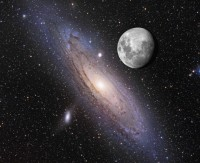 Hoe mooi staan ze aan de hemel: de maan en de Andromedanevel