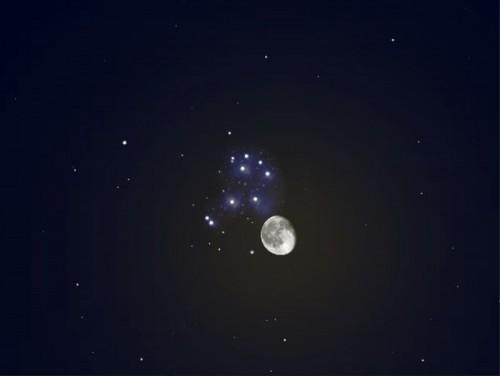 Pleiaden en maan