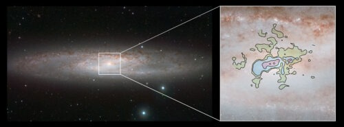De opname links, gemaakt met ESO's VISTA-telescoop, toont het nabije, heldere spiraalstelsel NGC 253 - ook bekend als het Sculptorstelsel - in het infrarood. De nieuwe detailopname van de koele uitstroom van gas (rechts) is op millimetergolflengten vastgelegd met ALMA.