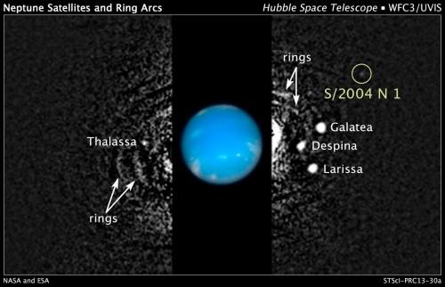 Rechtsboven, Neptunus nieuwe maan S/2004 N 1