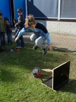 Een bezoeker van vorig jaar lanceert zijn eigen raket