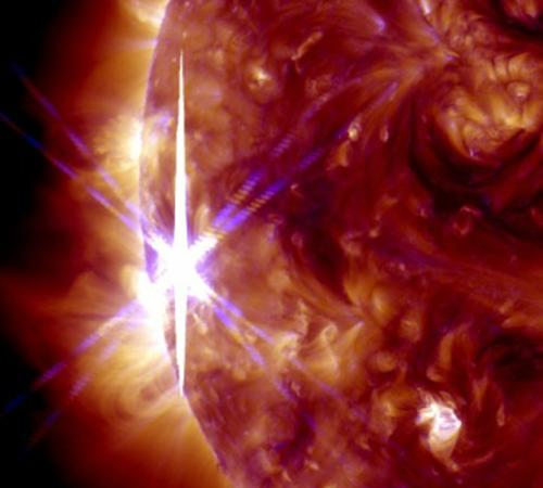 De X2.1 vlam gezien door SOHO