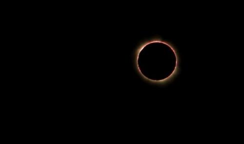 De eclips gefotografeerd door Helen Lin in Owiny Village in Oeganda, Credit and copyright: Helen Lin