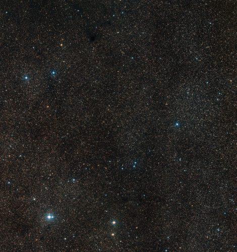 Overzichtsfoto van het hemelgebied rond de planetaire nevel Henize 2-428