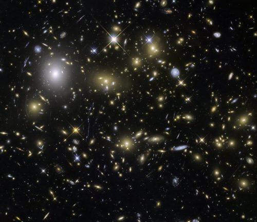 Hubble Frontier Fields opname van de cluster MACSJ0717.5+3745