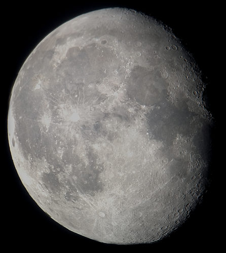 Maan van 30 september 2015. Resultaat van een filmpje met de iPhone door het oculair van mijn telescoop.