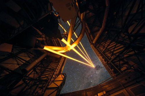 Het krachtigste laser-richtstersysteem ter wereld ziet eerste licht op de Paranal-sterrenwacht