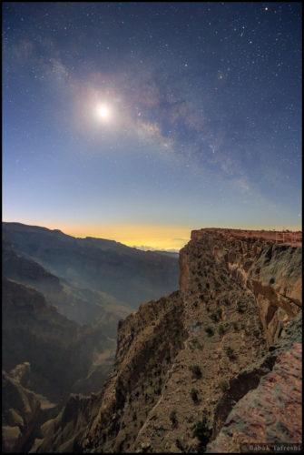 De Melkweg en het Schijnsel van De Maan   Credit & Copyright:  Babak Tafreshi (TWAN)