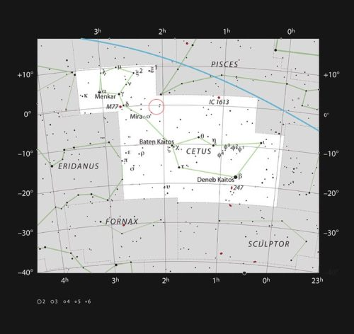 De positie van het sterrenstelsel Markarian 1018 in het sterrenbeeld Walvis