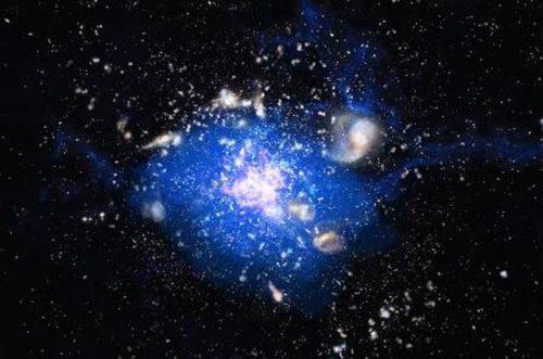 Artistieke weergave van de kosmische oceaan van koud gas die is ontdekt in het Spinnenwebstelsel. Het koude gas strekt zich uit over een gebied van een kwart miljoen lichtjaar en levert het materiaal van waaruit sterren worden gevormd. Credit: ESO/M. Kornmesser, bewerking Bjorn Emonts, internationale licentie onder CC BY 4.0 (https://creativecommons.org/licenses/by/4.0)