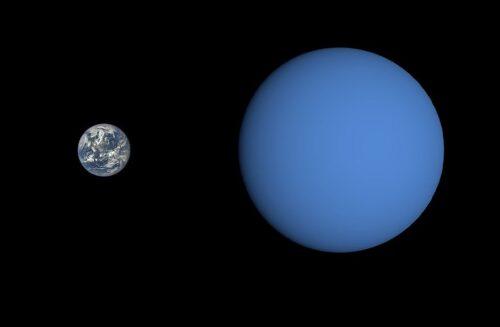 Vergelijking van de aarde en GJ 3470 b.